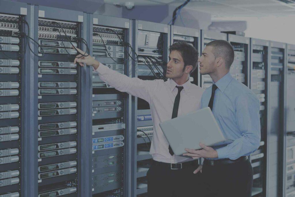 IT Betreuung im Serverraum